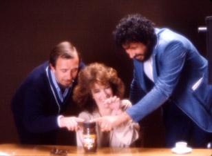 """""""Tacita a tacita"""". Uno de los primeros rodajes de la campaña de café Monky con Carmen Maura en 1983."""