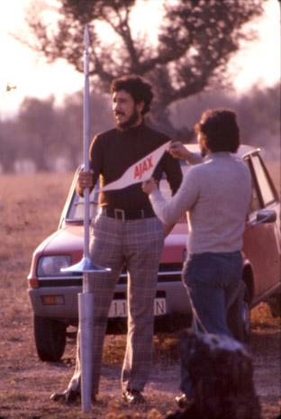 Rodaje de un spot de detergente Ajax, el Caballero Blanco, en diciembre de 1973. En esas fechas trabajaba como copyrwiter en Norman, Craigh & Kummel y  formaba equipo con el Director de Arte Pepe Campuzano, que aparece conmigo en la foto.