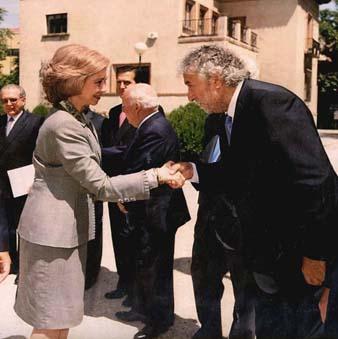 Con SM la Reina Sofía en una reunión del Patronato de la Fundación de Ayuda contra la Drogadicción, del que fui componente durante los años 2002-2004.
