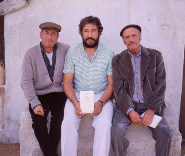 Los Santos Inocentes (Paco Rabaj y Alfredo Landa) y yo, en el rodaje de un spot de Seix Barral.