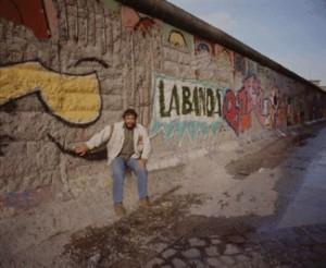 Mayo de 1990. Recién caído el Muro de Berlín, rodamos allí, con trozos de muro aún levantados, el lanzamiento del Suzuki Vitara.